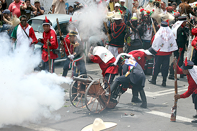 In Mexico City, instead of partying, people take to the streets to reenact the Battle of Puebla on May 5, 2009. (EFE photo by Saul Lopez)