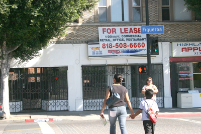 Two vacant side-by-side spaces have been available for months in Highland Park. More empty storefronts also line Figueroa. (EGP Photo by Gloria Angelina Castillo)