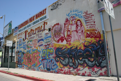 "EGP photo by Alfredo Aleman Monte Mart's ""King of the Streets"" in Highland Park has kept the business graffiti-free for the past year."