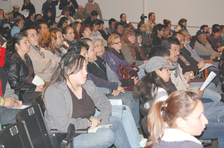 Over 800 people were present for the Garfield High School presentations on Jan. 22, only about 50 made it to Lincoln High School the night before. (EGP Photo by Eloisa España)