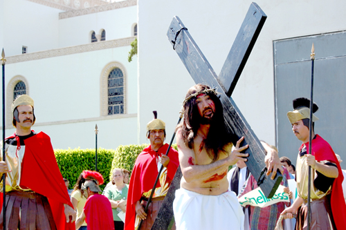 Local Catholic faithful celebrate Palm Sunday with the annual recreation of the Passion of Christ at Calvary Cemetery in East Los Angeles. (EGP Photo by Eloisa España)