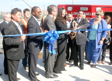 (L-R) Bureau of Contract Administrator Michael Chung, Inspector of Public Works John L. Reamer Jr., City Engineer Gary Lee Moore, Board of Public Works Commissioner Cynthia Ruiz, LA Councilmember Jose Huizar (CD-14), and president of the Hillside Village Community Association, Luanna Allard officially open the Valley Bridge. (EGP phot by Fred Zermeno)