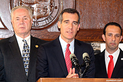 Councilmembers Tom LaBonge (left) and Mitch Englander (right) join Mayor Eric Garcetti at press conference Tuesday focused on being earthquake preparedness.(EGP photo by Fred Zermeno)