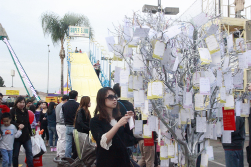 One of the highlights of the Lunar Festival (Jan. 25-26) was the traditional wishing tree where large numbers of people hung their wishes for the new year. (EGP photo by Nancy Martinez)
