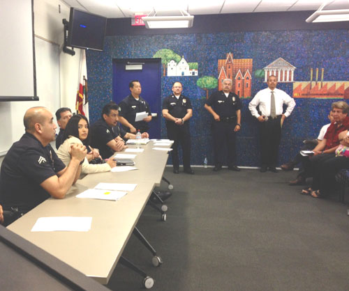 LAPD Hollenbeck Police held a town hall meeting in Boyle Heights last Thursday to address concerns about recent crime activity.   (EGP photo by Jacqueline García)