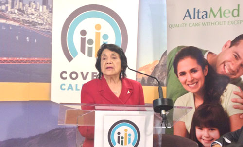 Civil rights leader and UFW co-founder Dolores Huerta promotes Latino enrollment in Obamacare at AltaMed in East Los Angeles. (EGP photo by Jacqueline García)