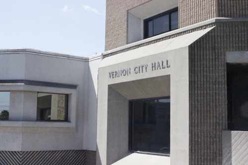 Vernon City Hall localizado en 4305 S. Santa Fe Ave. (EGP foto por Nancy Martinez)