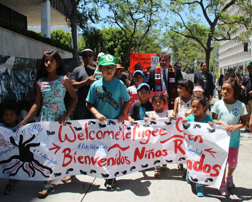 A number of children were at Monday's rally to stop the deportation of Central American children. (EGP photo by Fred Zermeno)