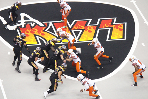 With half the number of players and a field half the size of what you see in the NFL, the pace of an LA KISS arena football game is twice as fast, higher scoring, and non-stop action. (EGP Photo by Fred Zermeno)