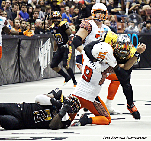 LA KISS defense takes on Spokane Shock Quarterback Erik Meyers who threw for 214 yards and 6 touchdowns for the win. (EGP photo by Fred Zermeno)