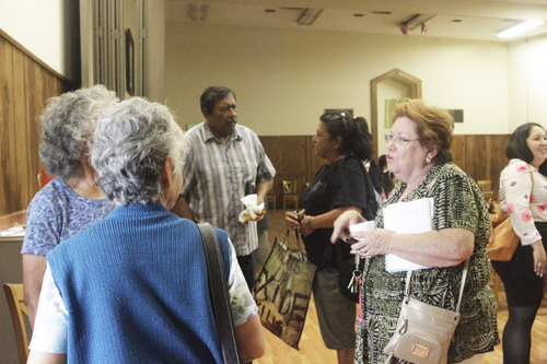 Boyle Heights residents discuss the newest developments on Exide Technologies. (EGP photo by Nancy Martinez)