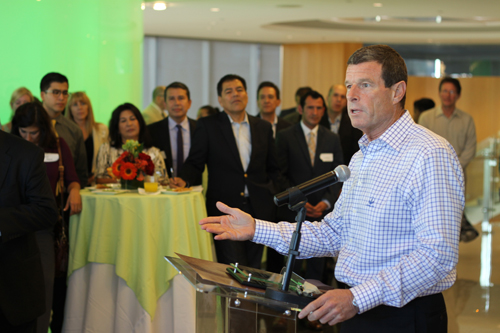 Herbalife CEO Michael O. Johnson welcomes Chamber to company's downtown LA headquarters. (Los Angeles Latino Chamber of Commerce)