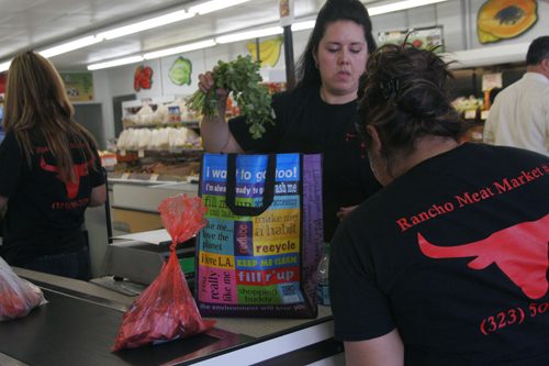 Rancho Meat Market in Lincoln Heights promotes reusable bags. (EGP photo by Jacqueline García)