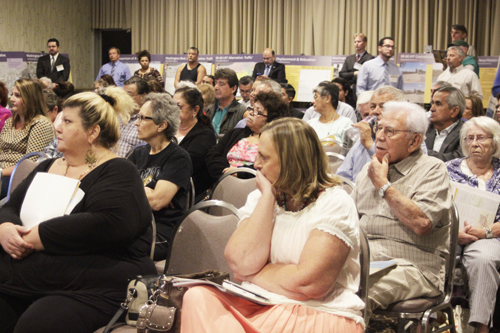 Many of the attendants at the public hearing say are against the Washington route. (EGP photo by Nancy Martinez)