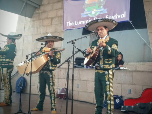 Mariachi Tierra Mexicana de Oscar Chavez performed during the Lummis Day Festival in Boyle Heights. (EGP photo by Jacqueline Garcia)