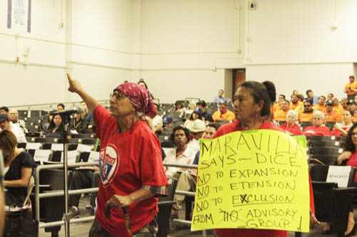 Longtime East Los Angeles resident Margarita Sanchez, pictured left, scolds Metro officials for a SR-710 alternative she belives will devastate her community during a meeting Saturday at Griffith Middle School.  (EGP photo by Nancy Martinez)