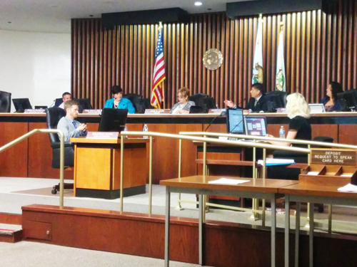 City Council votes unanimously to approve the budget for the fiscal year 2015-2016. (EGP photo by Jacqueline Garcia)