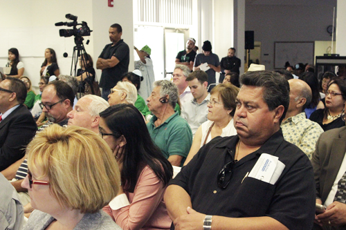 Hundreds of angry residents attended the DTSC advisory meeting in Huntington Park Thursday regarding the extent of Exide's lead contamination. (EGP photo by Nancy Martinez)