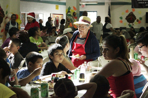 Salazar Park volunteers feed hundreds of people from the community during the Friends of Salazar Park annual Thanksgiving dinner Saturday. (EGP photo by Nancy Martinez)