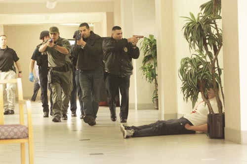Vernon Police officers, joined by the Huntington Park Special Emergency Response Team, respond to gunshots during an active shooter drill. (EGP photo by Nancy Martinez)