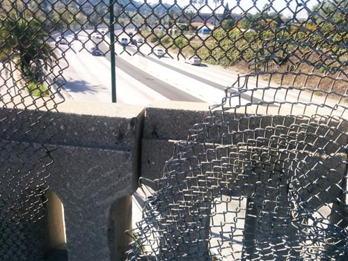 Hole in fencing on Avenue 43 bridge made it easy for vandals to throw rocks at cars on the Arroyo Secco Parkway. (EGP photo by Jacqueline Garcia)