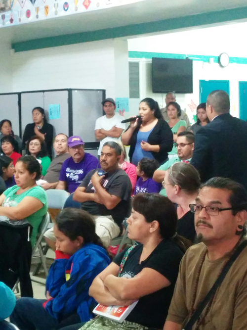 East Los Angeles residents complain to county staff and sheriff officers during a meeting at Salazar Park. (EGP photo by Jacqueline Garcia)