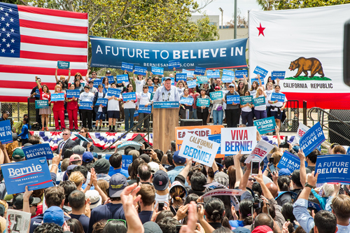 Sen. Bernie Sanders brought his presidential campaign to Lincoln Heights Monday, where his call for income equality was cheered by thousands of supporter. (EGP Photo by Hector Cruz Sandoval)