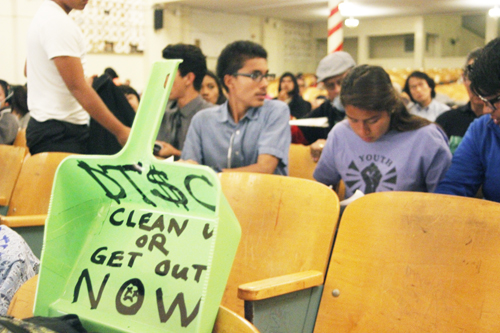 Students from Bell Gardens High School attend a public hearing held June 9 at Roosevelt High School, where dozens of residents called for greater oversight of the Exide cleanup. (EGP photo by Nancy Martinez)