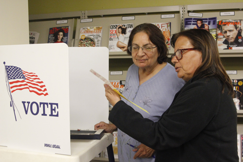 On Monday, a handful of registered voters showed up to a Voting Basics workshop in Commerce to become more informed before heading to vote Nov. 8. (EGP photo by Nancy Martinez)